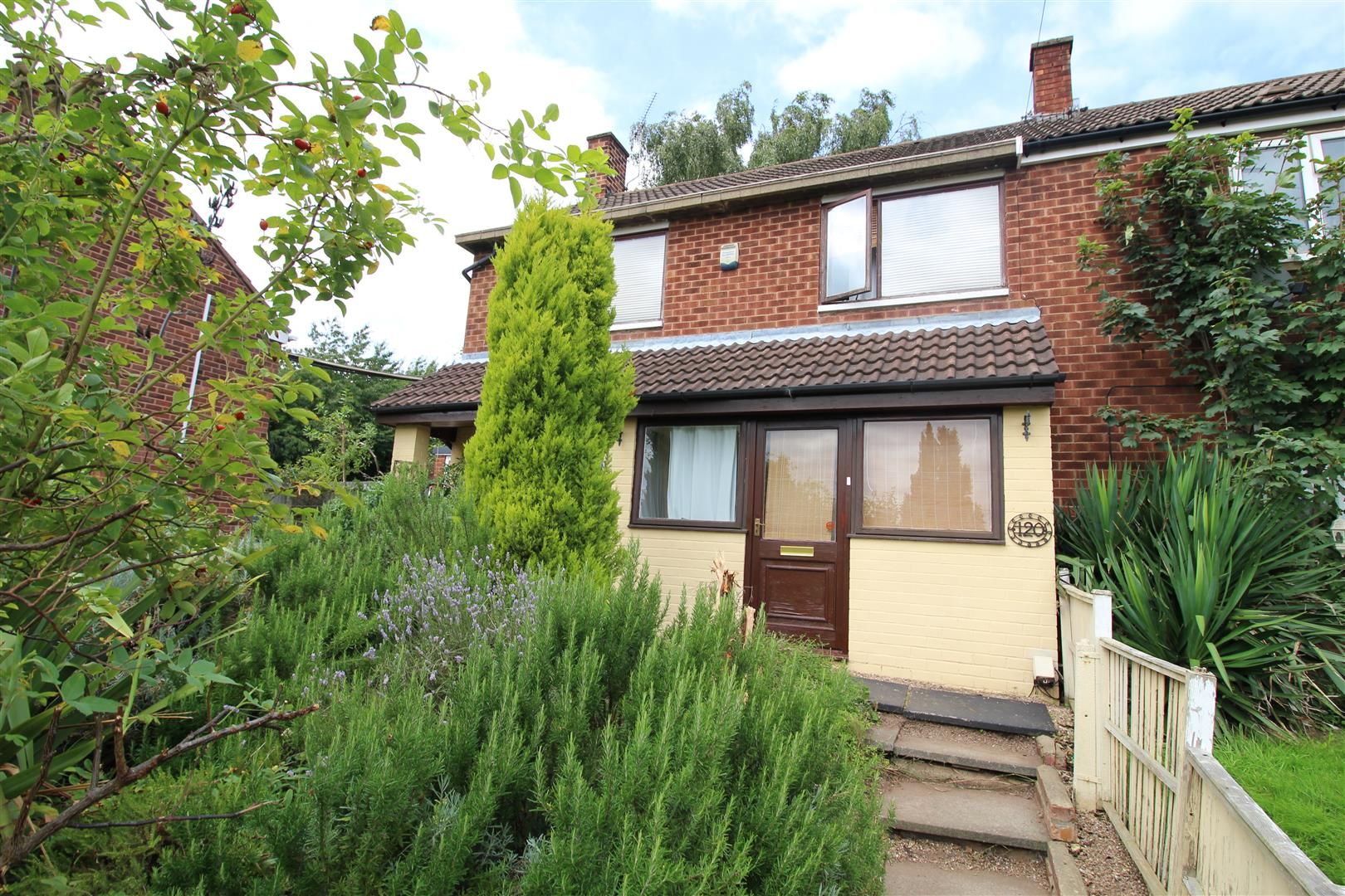 3 Bedrooms End Of Terrace House for sale in Inham Road, Chilwell